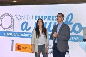 Los periodistas Irene Junquera y Javier Reyero, presentadores del evento